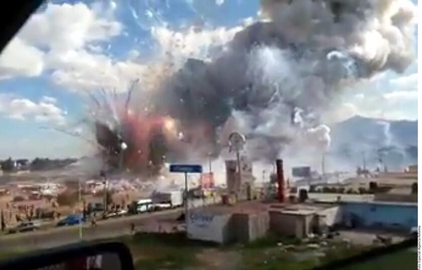 Una serie de explosiones en un tianguis de pirotecnia de San Pablito, en Tultepec, dejaron más de un centenar de heridos.