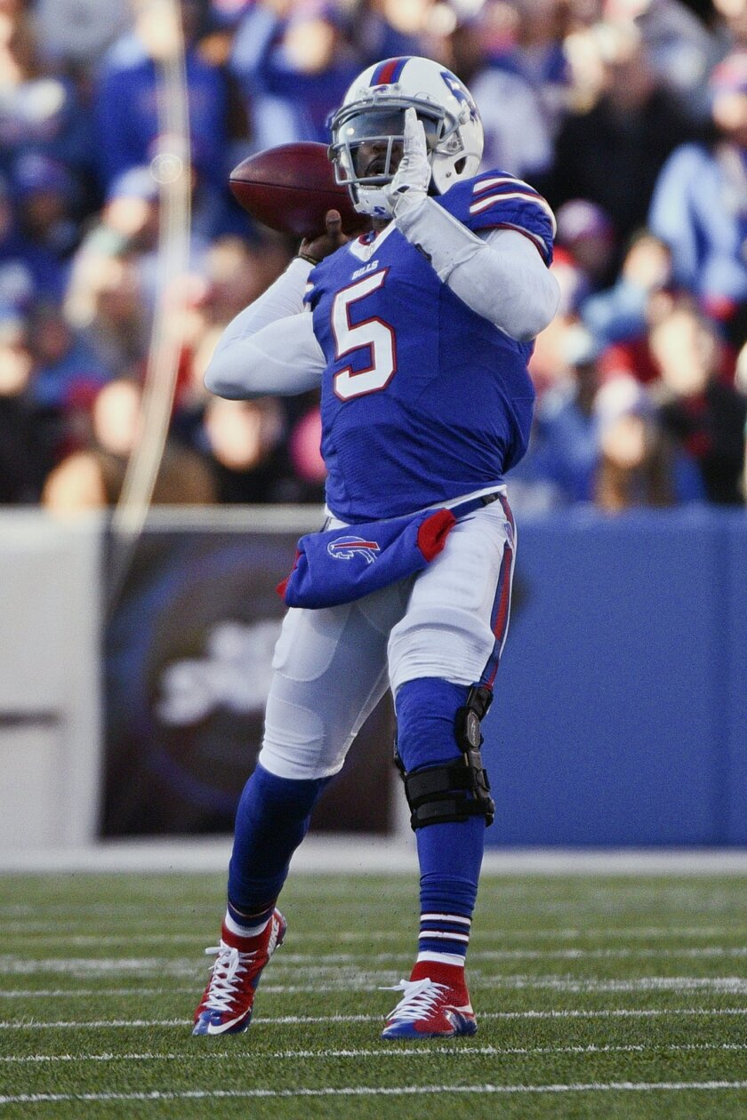 Buffalo Bills quarterback Tyrod Taylor throws a pass to Sammy Watkins for a touchdown during the second half of an NFL football game Sunday, Nov. 8, 2015, in Orchard Park, N.Y. (AP Photo/Gary Wiepert)