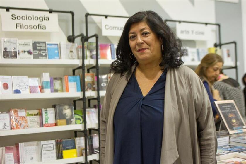 La escritora española Almudena Grandes habla en entrevista con Efe durante la Feria Internacional del Libro de Guadalajara (México). EFE/Archivo