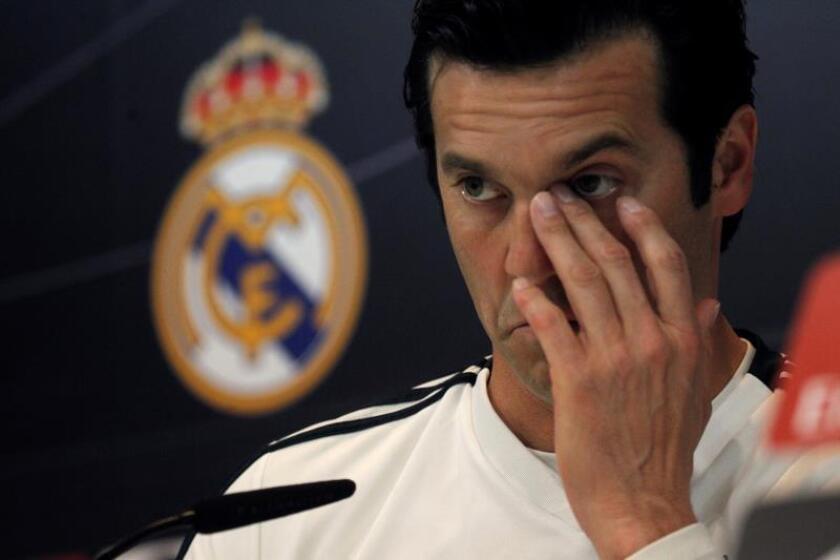 El entrenador argentino del Real Madrid, Santiago Solari, durante la rueda de prensa posterior al entrenamiento realizado este sábado en la Ciudad Deportiva de Valdebebas, para preparar el partido de la vigésima séptima jornada de Liga que el equipo disputa mañana ante el Valladolid en el estado José Zorrilla. EFE