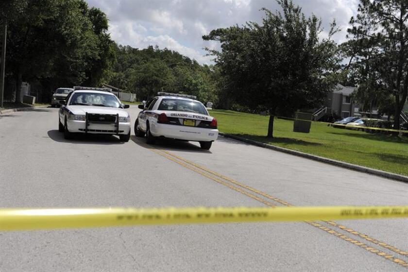 Residentes y agentes del orden se congregaron hoy en una iglesia de Orlando (EE.UU.) para sumarse a los servicios fúnebres de Debra Clayton, una oficial de la Policía de esta ciudad muerta el pasado lunes. EFE/ARCHIVO