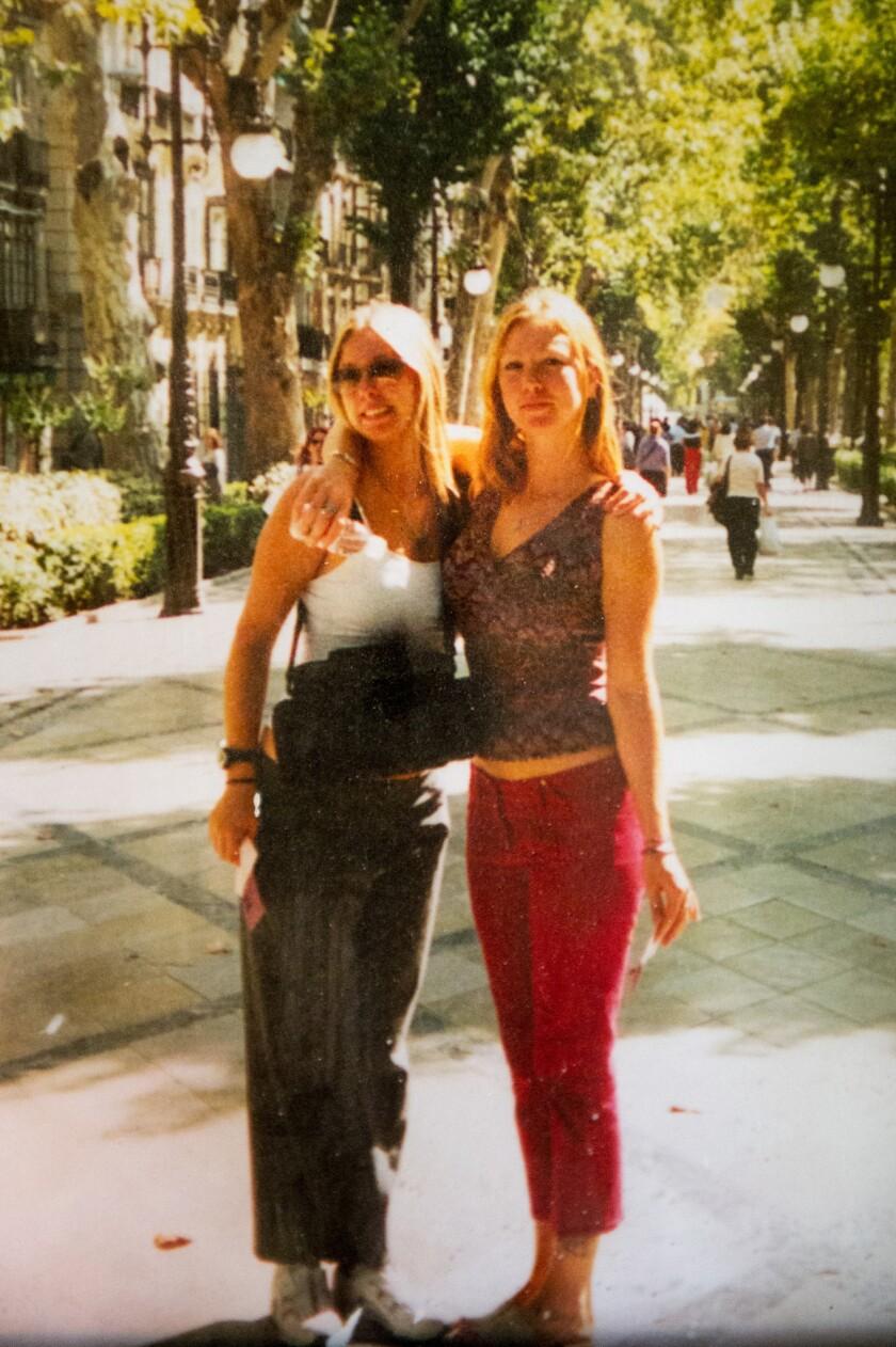 Jackie Houck, left, and her sister Raechel