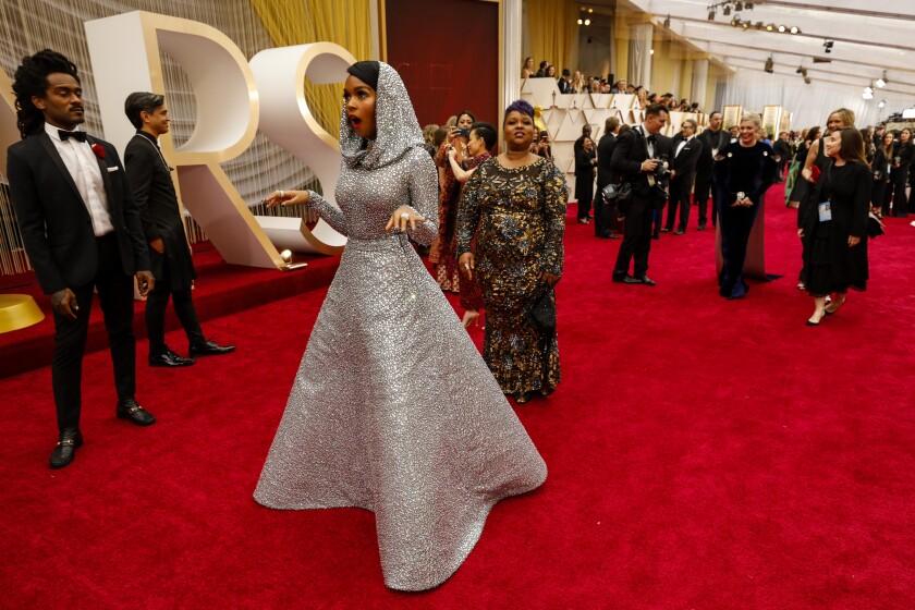 488161_ET_Oscars_Arrivals_Roaming_ALS_6237-738920-739447.JPG