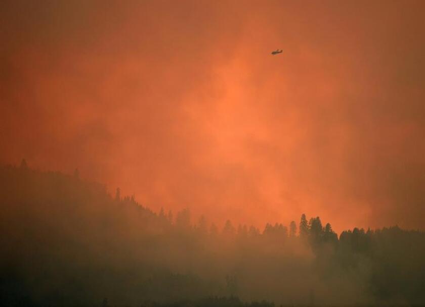 Fotografía que muestra un incendio en el valle del parque Yosemite en California (Estados Unidos). EFE/Archivo