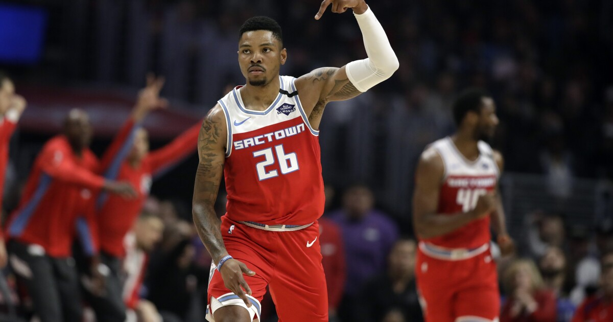 Clippers miss out on Kent Bazemore, who chooses Golden State