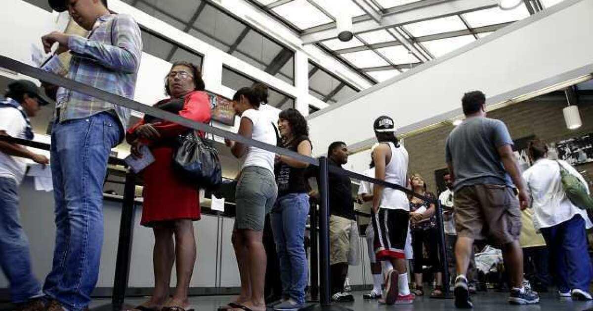 California DMV Skalierung wieder über coronavirus. Einige Mitarbeiter sagen, es ist nicht genug