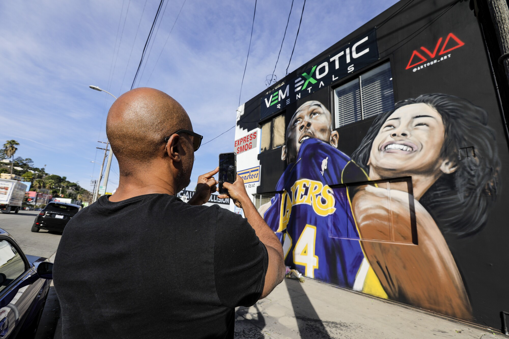 A mural at VEM Exotic Rentals in Studio City honors Kobe Bryant and daughter Gianna.