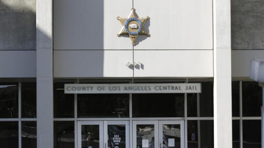Un juez decidió liberar a Mario A. García, luego de que autoridades lo encarcelaran a pesar de ser completamente distinto al sospechoso que buscaban.