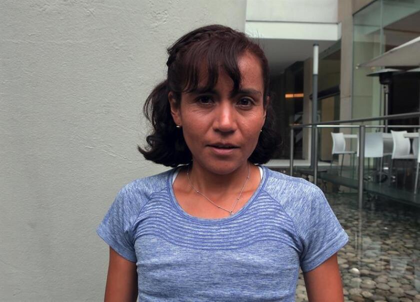 Fotografía de la maratonista mexicana Madaí Pérez, mientras habla en entrevista con Efe, en Ciudad de México (México). EFE