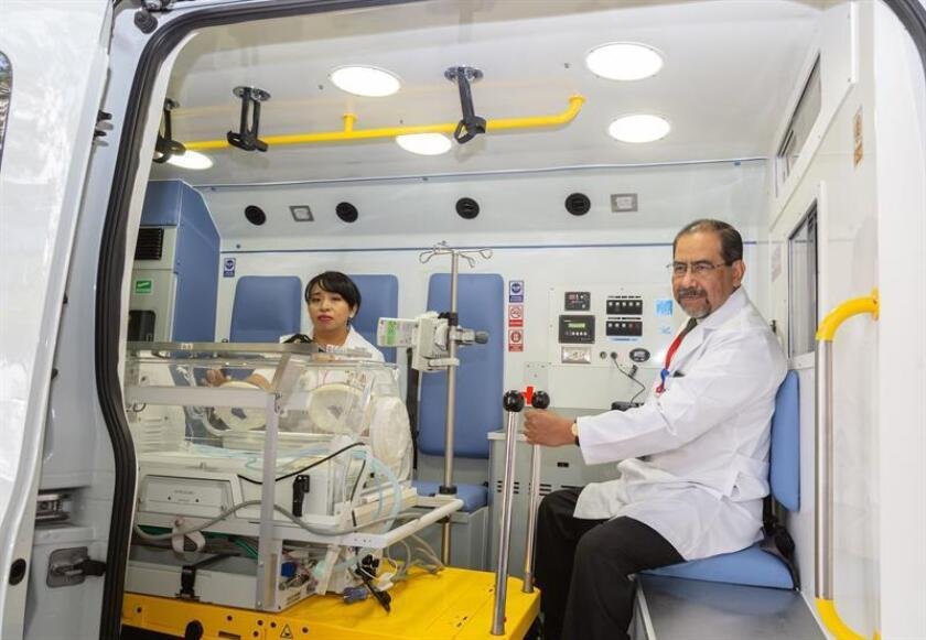 Fotografía cedida por el Instituto de Peritanología hoy, miércoles 26 de septiembre de 2018, que muestra una ambulancia especial para la atención de nacimientos de bebés prematuros, en Ciudad de México (México). EFE/INPer