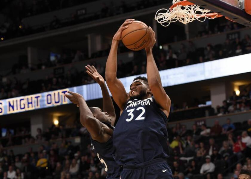 Karl-Anthony Towns de Minnesota Timberwolves en acción durante un juego de la NBA. EFE/Archivo
