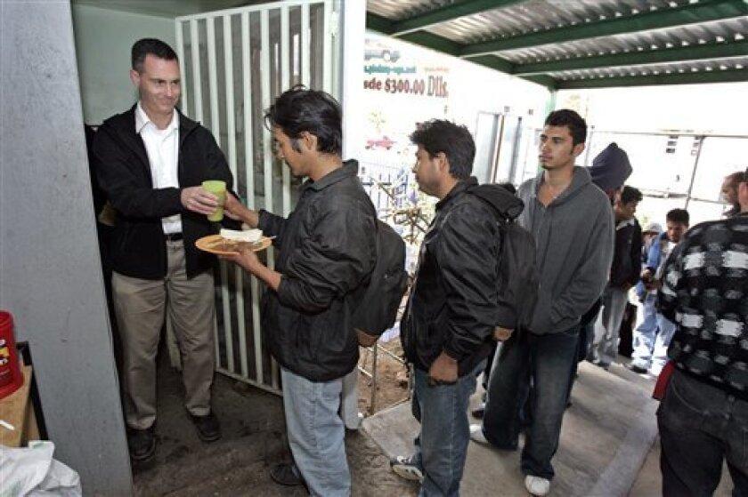 Legisladores federales analizan una iniciativa de ley para crear un fondo de repatriación, el cual servir· para dar atención a los migrantes que son regresados a México de Estados Unidos.