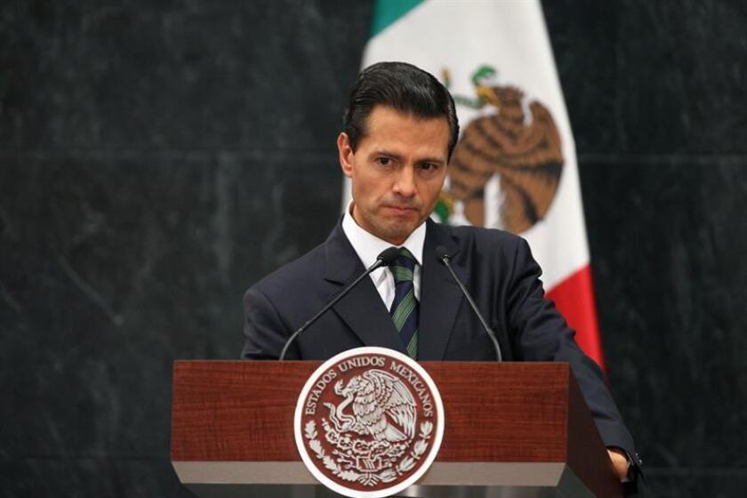 El presidente de México, Enrique Peña Nieto, enfrenta este mes una decisión clave en la estrategia de su Partido Revolucionario Institucional (PRI) para mantenerse en el poder tras las elecciones de 2018. EFE/ARCHIVO