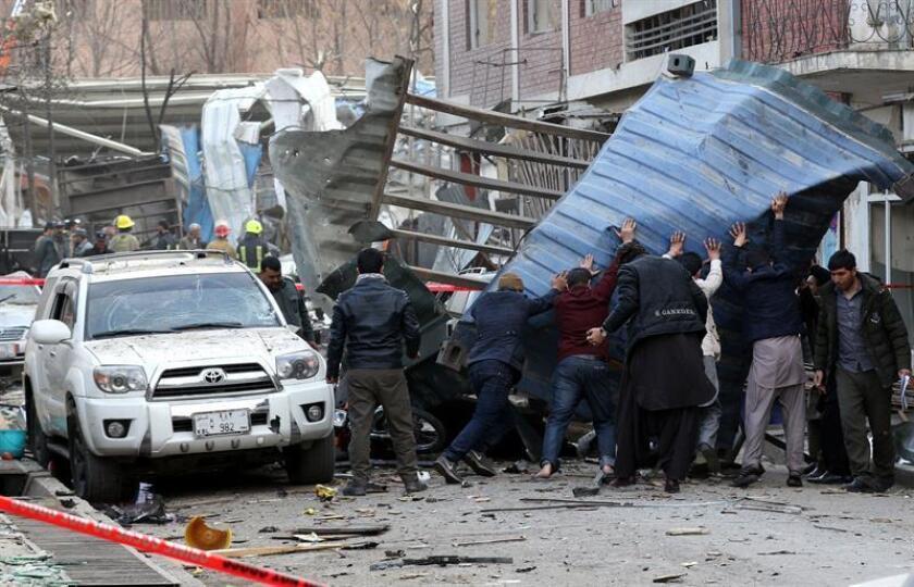 """El presidente Donald Trump condenó hoy el """"odioso"""" atentado que tuvo lugar este sábado en Kabul (Afganistán) y llamó a la comunidad internacional a tomar """"acciones decisivas"""" contra los talibanes, presuntos responsables del ataque en el que han muerto cerca de 100 personas. EFE/EPA"""