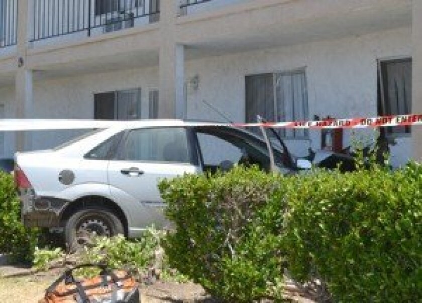 Driver slams into Canyon Crest apartment, woman injured ...