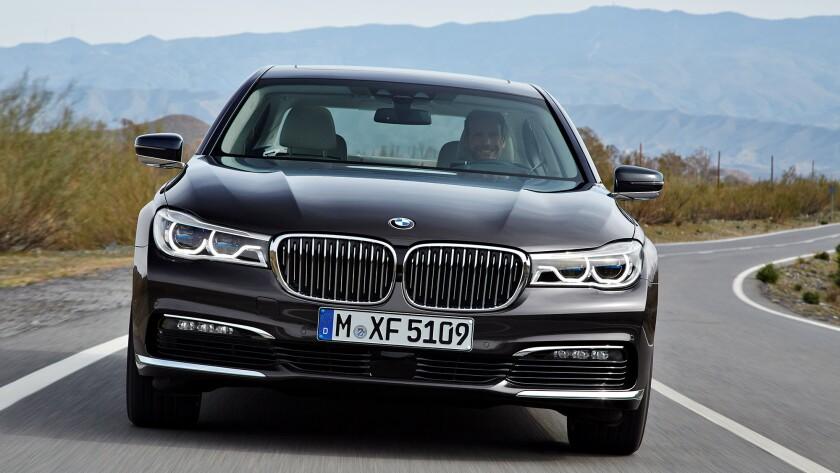BMW unveils dramatic new 7-series flagship sedan