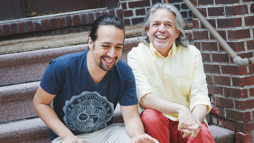Lin-Manuel Miranda, a la izquierda, ríe con su padre Luis Miranda Jr.