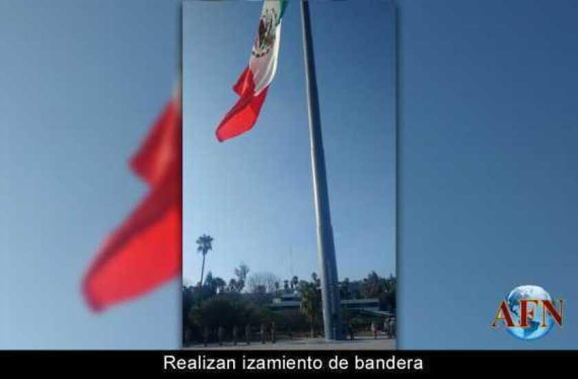 Realizan izamiento de bandera