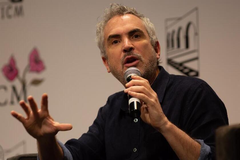 """El cineasta mexicano Alfonso Cuarón habla sobre su película """"Roma"""" hoy, miércoles 24 de octubre de 2018, durante una conferencia magistal en el marco del Festival Internacional de Cine Morelia, que se realiza en el estado de Michoacán (México). EFE"""
