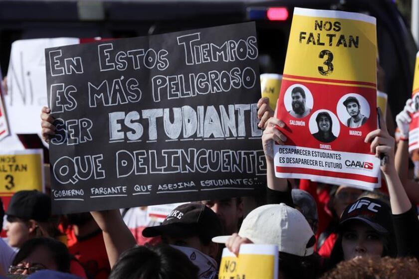 Miles de personas protestan en la ciudad de Guadalajara, Jalisco (México). La rabia y el descontento de estudiantes y sociedad civil marcaron en una marcha en Guadalajara para exigir justicia ante la desaparición de cuatro jóvenes universitarios. EFE/Archivo