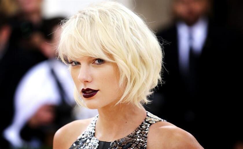 Un acosador de Taylor Swift presuntamente amenazó de muerte a la cantante estadounidense y a toda su familia, según informó hoy el medio especializado en noticias de famosos TMZ. EFE/ARCHIVO