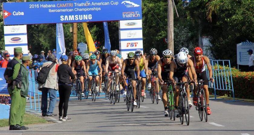 En la Copa América de Triatlón, que es de categoría élite, se competirá en 1,9 kilómetros de natación, 90 km de ciclismo y 21 km de atletismo, mientras que en la modalidad de sprint popular serán 750 metros de natación, 20 km de ciclismo y 5 km de atletismo. EFE/Archivo