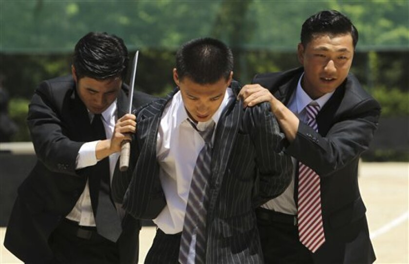 South Korea's Capital Defense Command soldiers capture a supposed terrorist, center, during an anti-terror military exercise, Tuesday, June 1, 2010 in Seoul, South Korea. South Korea's special task force is preparing for possible emergencies during this week's G20 Finance Ministers and Central Bank Governors' Meeting June 4th and 5th, in the southern city of Busan. (AP Photo/Wally Santana)