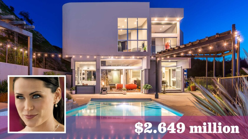 """Rena Sofer of """"The Bold and the Beautiful"""" fame and her husband, director-producer Sanford Bookstaver, have listed their home in Sherman Oaks for sale at $2.649 million."""