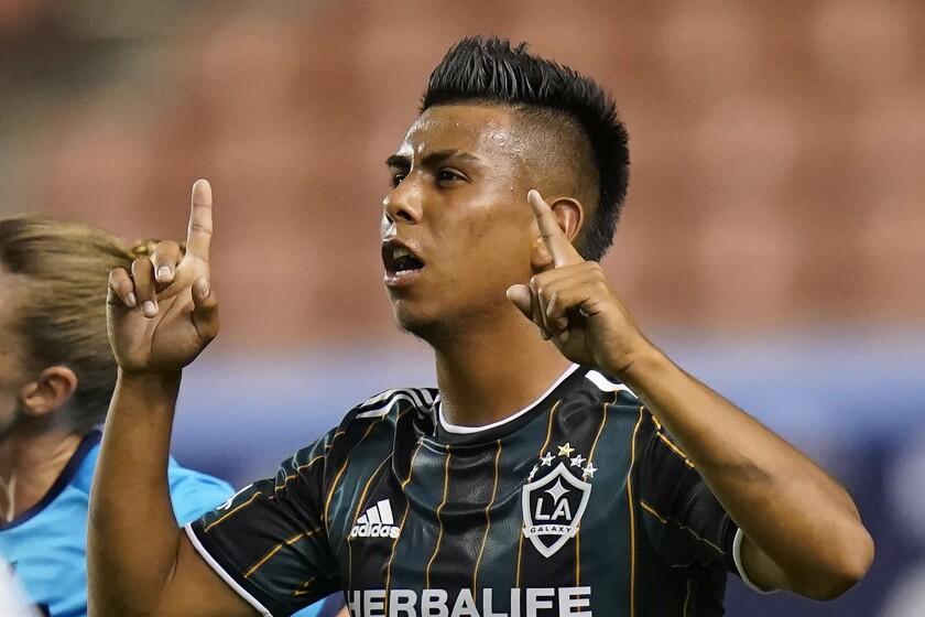 Galaxy midfielder Efraín Álvarez celebrates after scoring against the Vancouver Whitecaps.