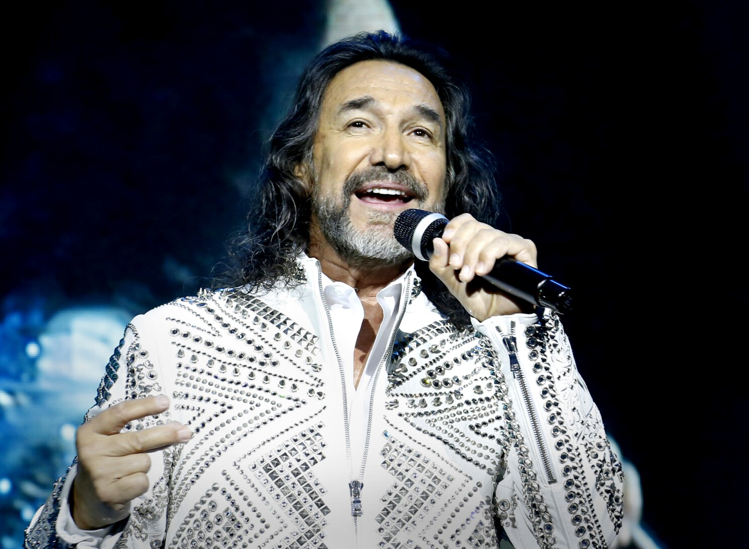 Marco Antonio Solís headlines Hollywood Bowl, with daughters - Los Angeles  Times