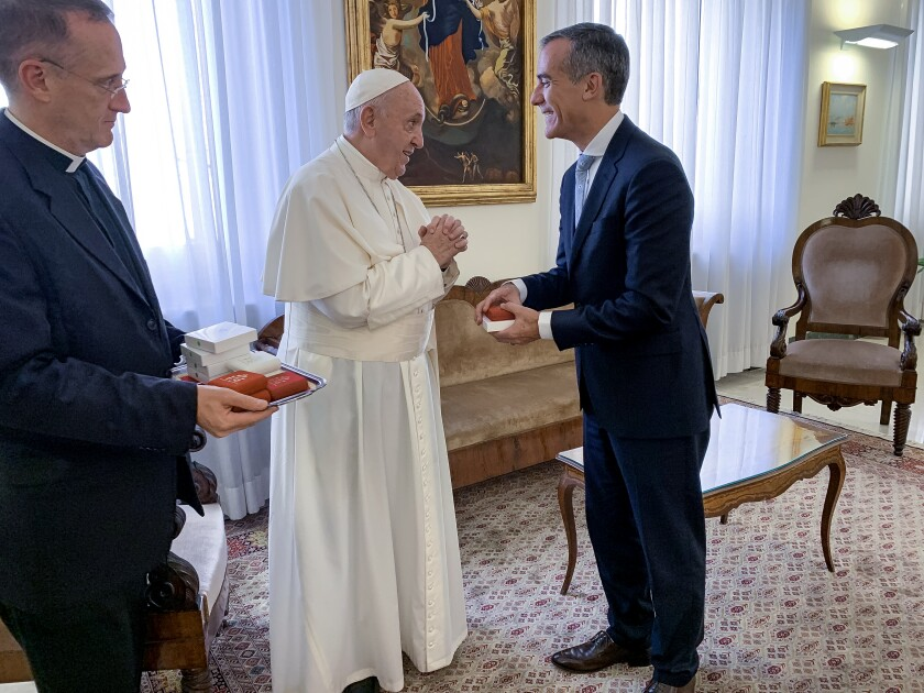L.A. Mayor Eric Garcetti meets Pope Francis