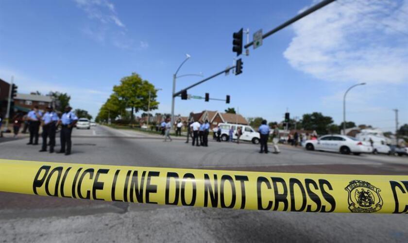 Un adolescente de 15 años fue tiroteado mientras caminaba por una calle de su barrio en el noroeste de Miami y murió en el hospital al que fue trasladado de urgencia, informó hoy el Departamento de Policía del condado de Miami-Dade. EFE/ARCHIVO