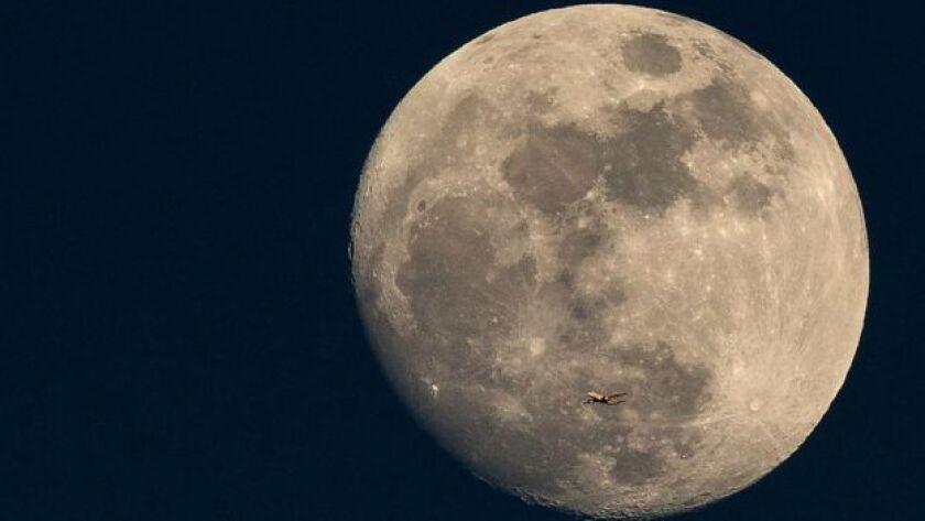 Las superlunas se producen cuando el satélite se encuentra en el punto de su órbita lunar más cercano a la Tierra.