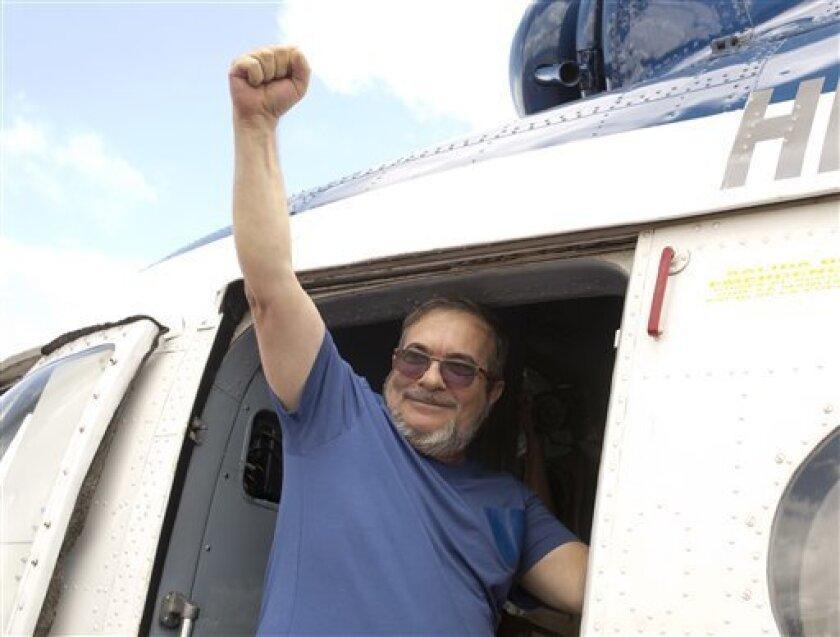 Discusiones callejeras, alegatos a favor o en contra, carteles y preparativos para la firma de un histórico convenio entre las FARC y el gobierno tomaron por asalto el domingo a Cartagena, sede de la ceremonia de lo que podría convertirse en el principio del fin de 50 años de la guerra entre las partes.