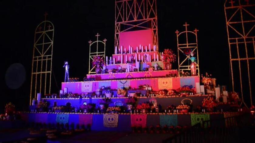 Fotograma que muestra una ofrenda en el primer parque temático del Día de Muertos, que abrirá sus puertas en Guadalajara (oeste de México). EFE/MÁXIMA CALIDAD DISPONIBLE