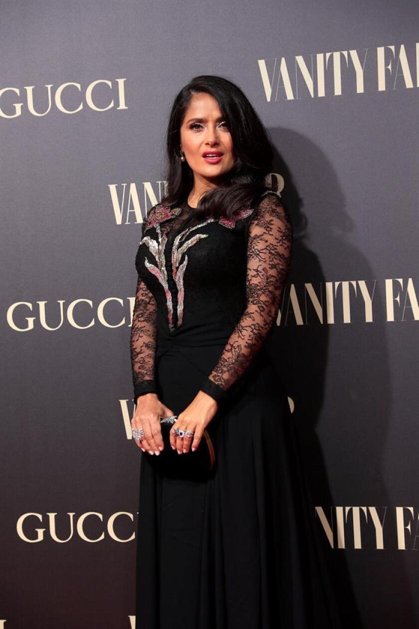 La actriz mexicana Salma Hayek posa a su llegada a la gala que la revista Vanity Fair celebra hoy en el Teatro Real de Madrid, y donde recibirá el premio al personaje del año. EFE/ Fernando Alvarado