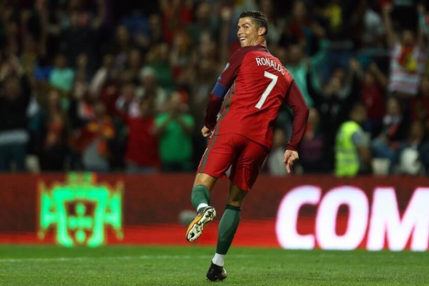 El jugador portugués Cristiano Ronaldo celebra tras marcar un gol. EFE/Archivo