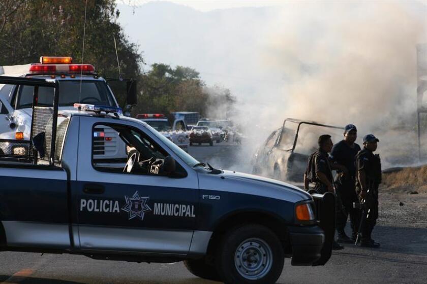 Agentes de la Policía de Guerrero y del Ejército acudieron al lugar y se percataron de que el vehículo había sido 'tuneado'.