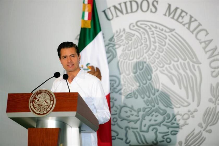 Peña Nieto ofrece ayuda para que asesinato de ombdusman local no quede impune