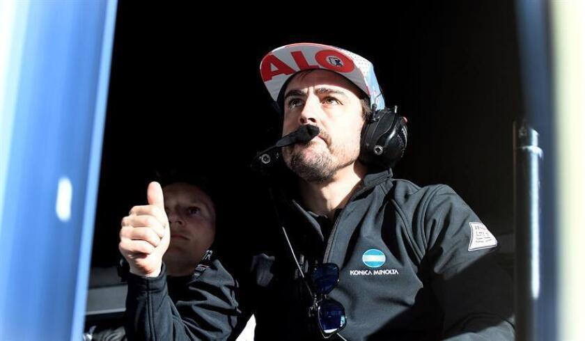 El piloto español Fernando Alonso del equipo Wayne Taylor Racing reacciona este jueves ante el buen tiempo logrado por su equipo en la sesión de clasificaciones para la competencia de prototipos Rolex 24 Horas, en la ciudad de Daytona Beach, Florida (EE.UU.). EFE