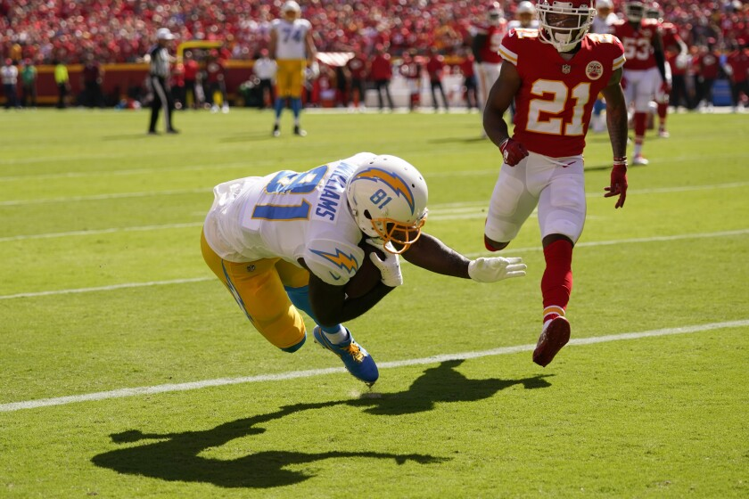 Chargers' Mike Williams (81) scores the first of his two touchdowns against the Chiefs.