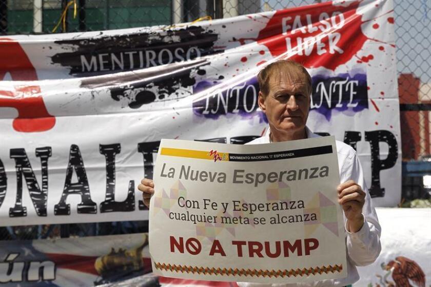 Organizaciones protestan contra posible visita de Trump a frontera con México
