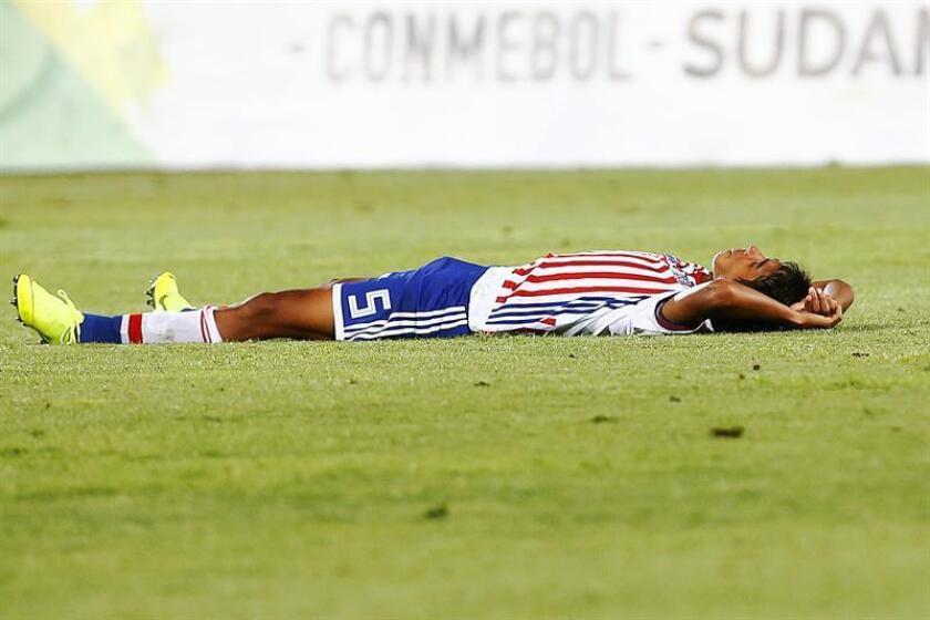 Alexis Duarte de Paraguay reacciona tras perder ante Uruguay este sábado, durante un partido del campeonato Sudamericano Sub20, en el estadio Fiscal de Talca, (Chile). EFE