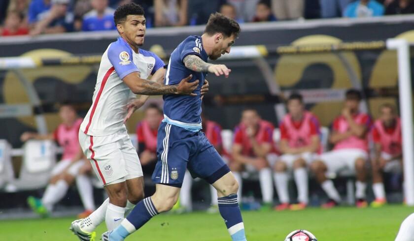 DeAndre Yedlin, Lionel Messi