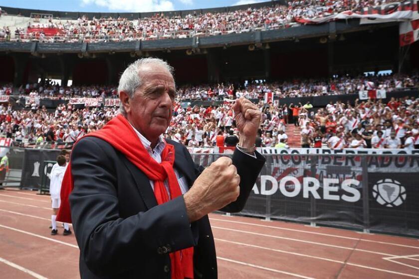 El presidente de River Plate Rodolfo D Onofrio camina por la pista hoy, sábado 24 de noviembre de 2018, antes del partido de la final de la Copa Libertadores entre River Plate y Boca Juniors en el estadio Monumental en Buenos Aires (Argentina). EFE