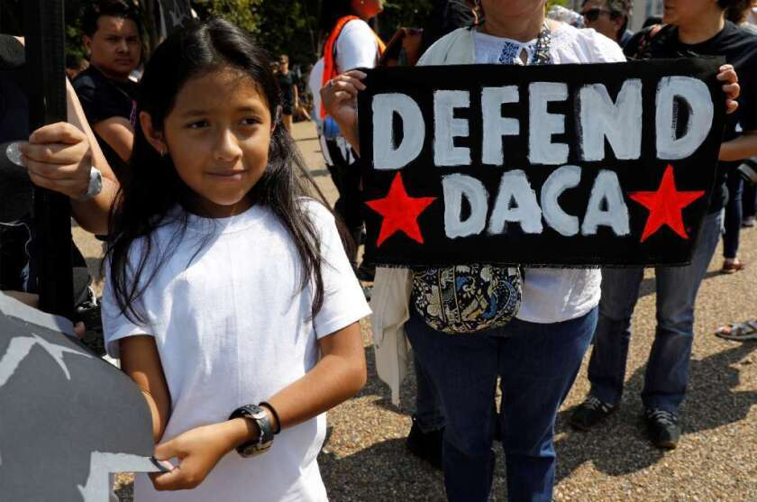 Un grupo de manifestantes a favor del programa DACA.
