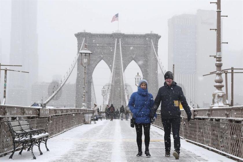 Las autoridades de Nueva York anunciaron hoy medidas especiales ante la tormenta invernal que se espera para las próximas horas, con especial impacto en la ciudad y sus alrededores en la mañana del jueves. EFE/ARCHIVO