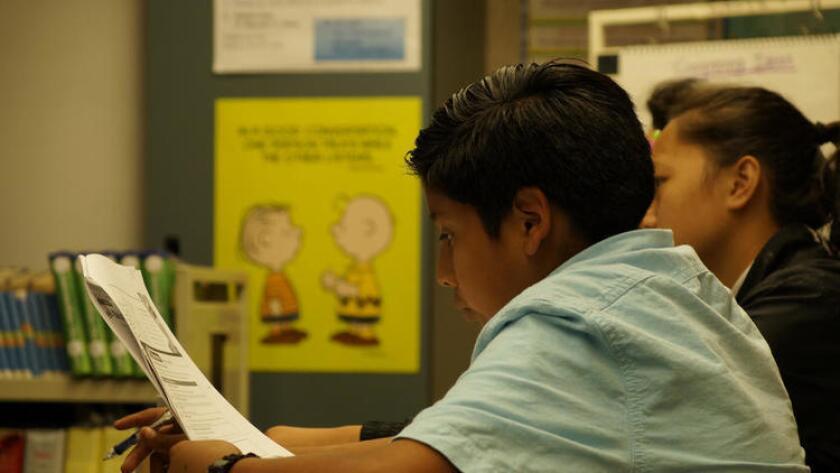 Jesús Pérez, un alumno de octavo grado en Mountain View Middle School en Moreno Valley, está entre los 1.4 millones de estudiantes de California clasificados como aprendices del idioma inglés.