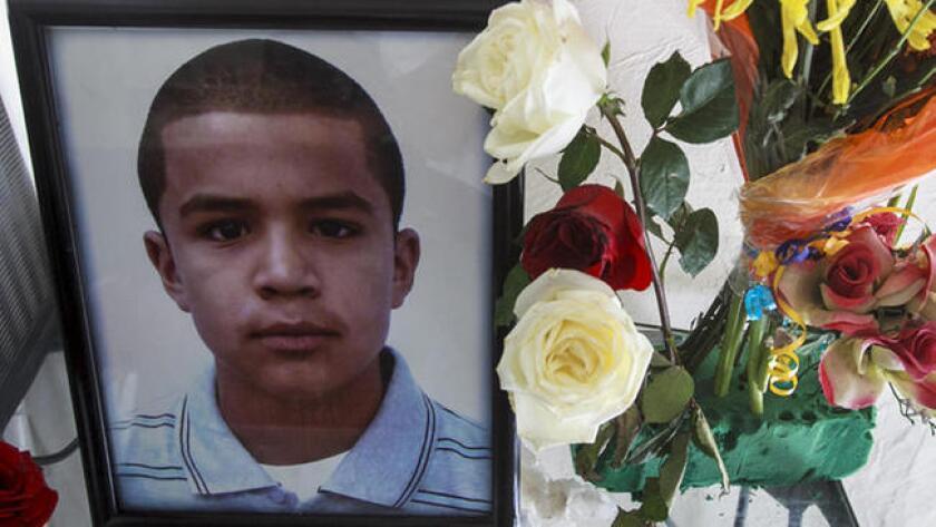 El cuerpo de Sergio Adrián Hernández Güereca cayó sin vida en el lado mexicano de la frontera, separado por una línea invisible de EE.UU. y de la pistola todavía caliente de un agente fronterizo.