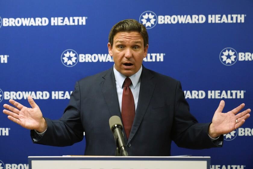El gobernador de Florida Ron DeSantis habla durante una conferencia de prensa, el jueves 16 de septiembre de 2021, en Fort Lauderdale, Florida. (AP Foto/Wilfredo Lee)